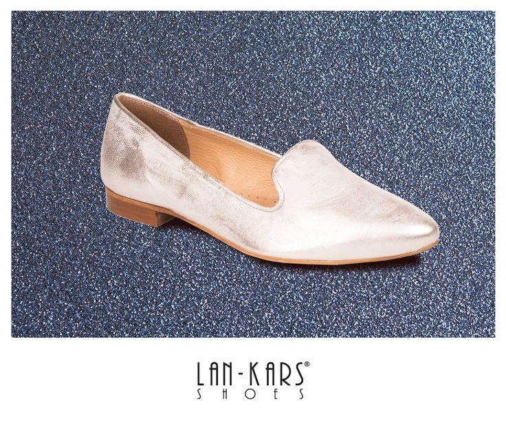 Srebrne lordsy idealne na karnawałowe imprezy.  #shoes #lords #silver #metalic #shiny #glitter #lankars #leather #gif #fashion #style #woman #girl #shoe