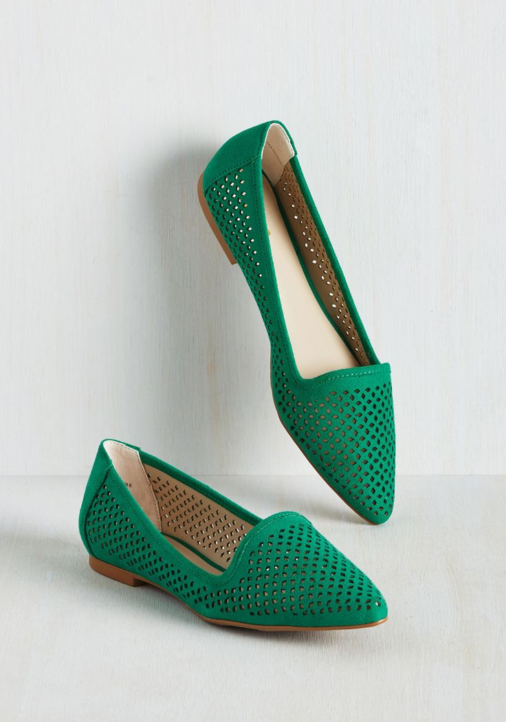 Follow Your Leeds Flat in Emerald. Street stylistas will look to you for the next fashion do once they get a load of your pointed-toe flats! #green #modcloth