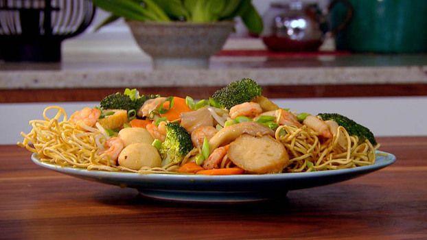 Mixed seafood crispy noodles