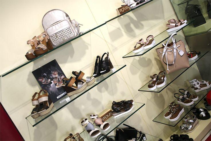 Cerchi delle scarpe primaverili per completare i tuoi outfit? Visita il nostro sito e scegli il tuo modello preferito!  > www.RICCISHOP.it 💓  #accessori #donna #sandali #borse #scarpe #donne #calzature #mjus #borsa #shopping #ragazza #stile #moda #molise #pomeriggio #primavera #nuovaborsa #bella #acquisto #fantasia #gioiello #belli #nuova #scarpenuove #outfit #novità #belle #mia #amo #adoro