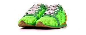 4/12 free sneakers van € 180 voor € 130, vd Assem > in the pocket!  Handig voor Bob uitlaten als ik mijn fluorgroene hakken draag later op de dag :-)