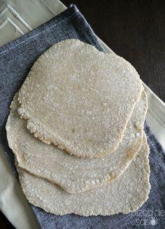 Tortillas de avena sin gluten Pizzeta de avena (pizza saludable) | http://www.pizcadesabor.com/2013/11/15/tortillas-de-avena-sin-gluten/