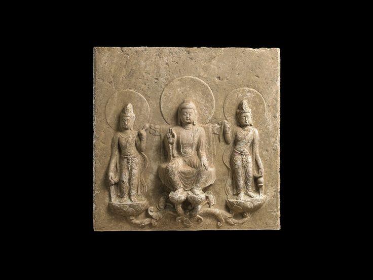 中台山博物館 | Chung Tai Museum | 道宗律師三尊佛碑像道宗律師三尊佛碑像 唐開元十八年 (730) 大理石 47.2 x 48.0 x 11.2 cm