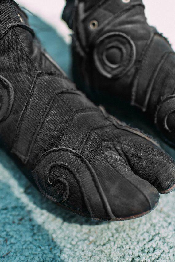 cheaper 9ab7b 4af1b Schwarze Ninja Tabi Leinwand Schuhe Stiefel Blume des Lebens  Etsy  tabis  in 2019  Tabi shoes, Shoes und Boots