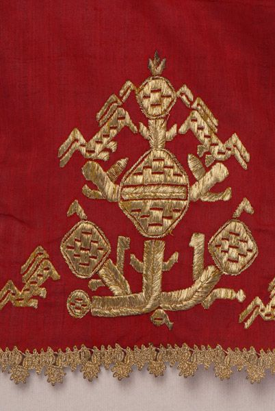 Border, detail of the decorative motif and the lace