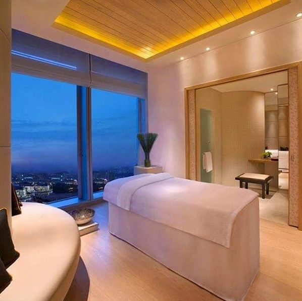 Gaze out over the night sky and unwind with a signature spa treatment at Isala Spa at Grand Hyatt Macau.