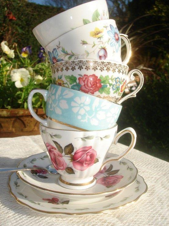 tea cups looochiaVintage Tea Cups, Vintage Teacups, Teas Time, Vintage Wardrobe, Mad Teas Parties, Tea Parties, Vintage China, Drinks, Vintage Teas Cups