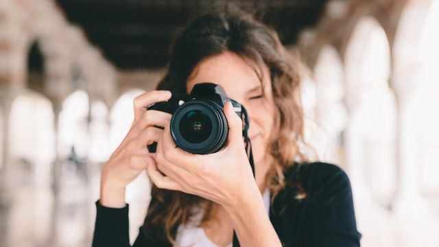 Finding, Defining and Marketing Your Brand by Julia Kelleher. An amazing course and Julia has more than 1 on Creative Live. Need some help developing your own style and branding. Get it right here with this amazing teacher and highly successful photographer.