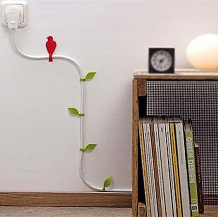 Toda casa tem seus aparelhos eletrônicos, com destaque para a TV e o computador. Infelizmente, todos esses aparelhos vêm acompanhados de malditos cabos que