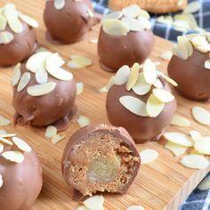 Een bijzonder lekker hapje voor Sinterklaas: gevulde speculaas truffels. Een snel en eenvoudig recept dat je zelfs zonder oven kunt maken. Ideaal!