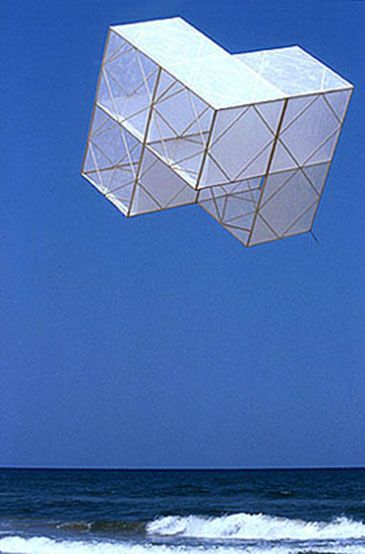 The incredible geometric kites designed by José María Yturralde - Loves by Domus