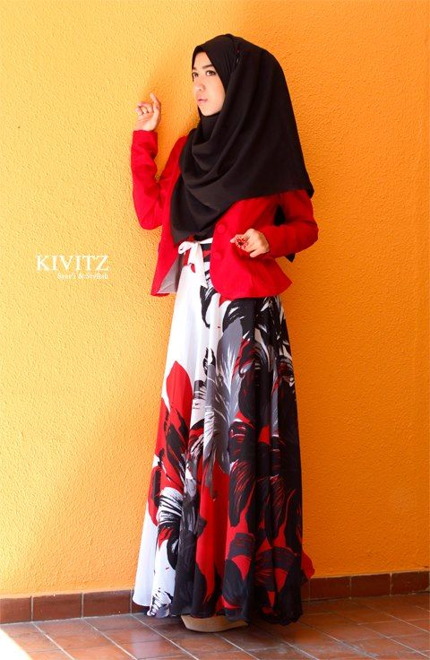 "Blogger Fitri Aulia wearing Kivitz    ""Fashion has become a self expression of creativity, and there is no obstacle for muslim women to express herself through fashion. But we must remember about the rules that Allah has set about the hijab or head scarf itself, such as the hijab or head scarf to elongate the chest, cover the legs, and use the long arm correctly."" - Kivitz"