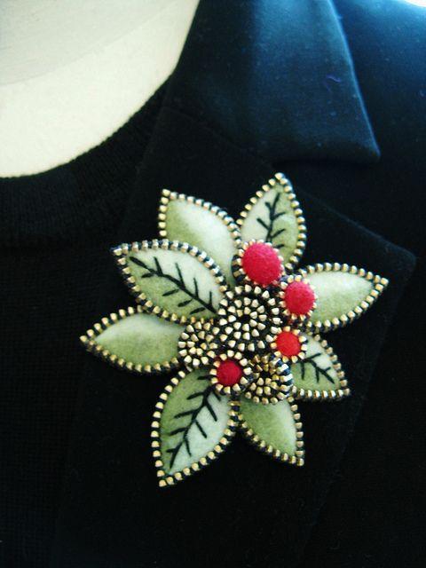 Zipper felt brooch