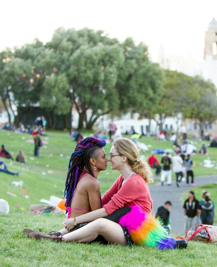 (Nomi & Amanita - Sense8) Nomi and Amanita are a good representation of queer women on a current TV show. They also represent #intersectionality - Nomi is trans, Amanita is black, and both are queer!! #observation
