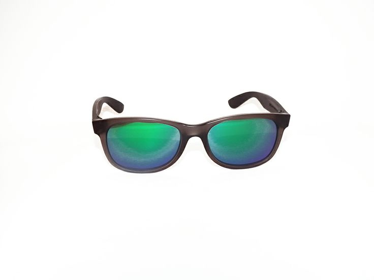 """Rèdèlè """"BUZZ"""". Modello gommato, con montatura grigio e lenti specchiate. Modello unisex.  http://www.otticagelmi.com/shop/donna/occhiale-sole-redele-buzz/"""