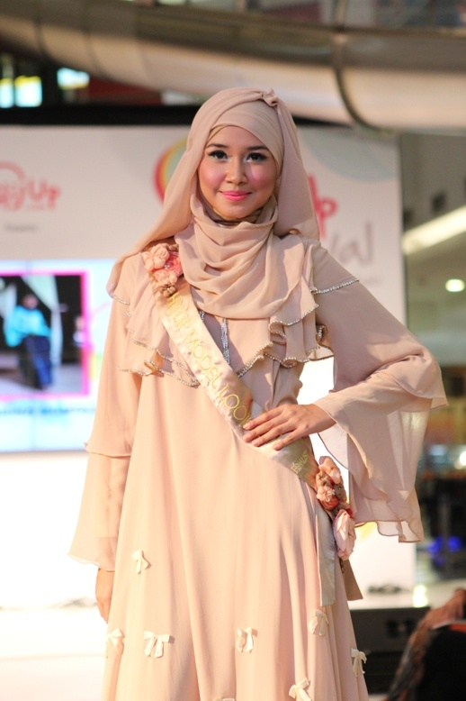 2nd Runner Up of HijUp Model Look 2013 : Hany Sabrina Mumtaz (Ria Miranda's Collection)