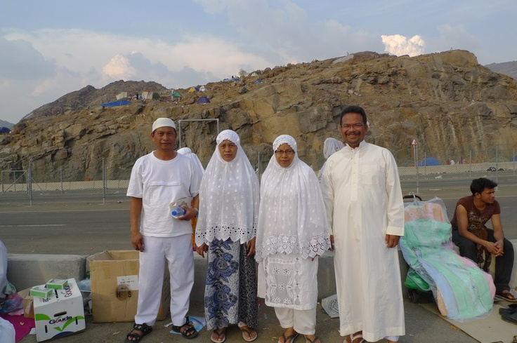 4 hadinotos go hajj together