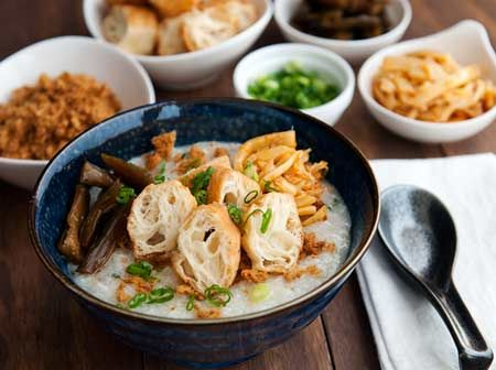 Resep Bubur Ayam Cina Paling Maknyus - Bagi yang biasa makan bubur ayam dan sudah pernah mencoba berbagai macam variasinya, p