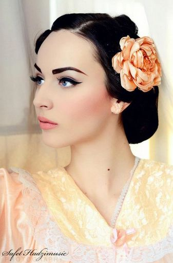 1950's Hollywood with soft pink lip