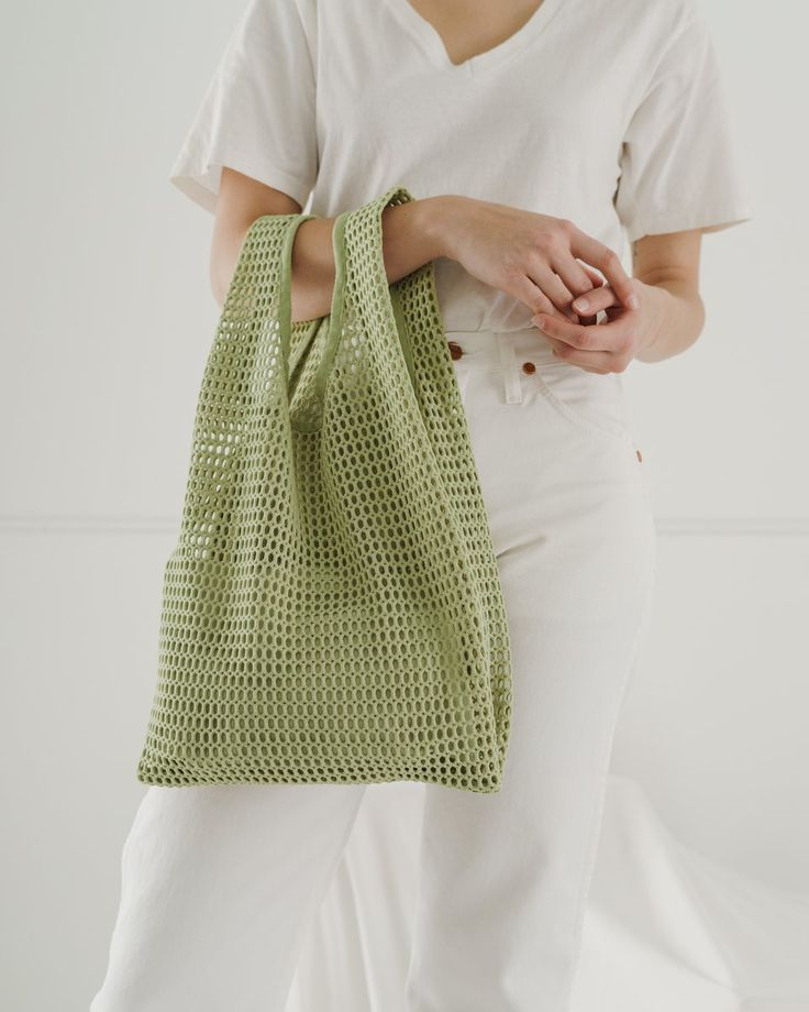 "Baggu's signature shape made from a chunky net fabric. Comes with a × expandable canvas pouch to keep your essentials secure. Mid-sized for hand carrying. DIM's 20 ½"" × 12 ½"" × 5 ½"" polyester Machine wash cold, line dry. Diy Bags Purses, Diy Net Bags, Ideias Diy, Fabric Bags, Fabric Basket, Shopper Tote, Fashion Bags, Diy Fashion, Fashion Accessories"
