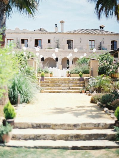 Hacienda wedding romance in Spain: http://www.stylemepretty.com/little-black-book-blog/2014/08/15/hacienda-wedding-romance-in-spain/ | Photography: http://www.josebasandoval.com/