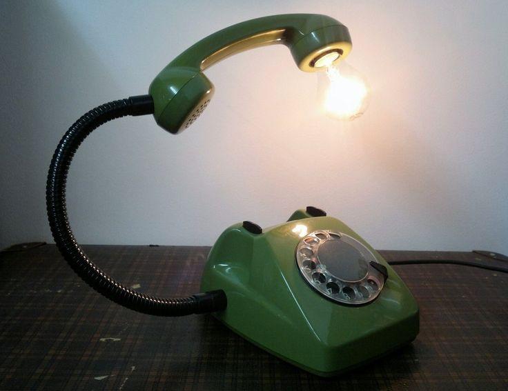 Retro lampa, telefon, vintage, polski design, lampa, oświetlenie. Zobacz więcej na: https://www.homify.pl/katalogi-inspiracji/20822/dzien-swietego-patryka-zielen-we-wnetrzach