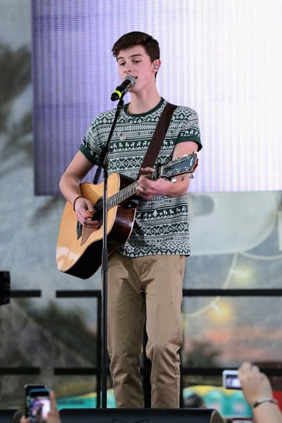 Shawn Mendes Photos - Shawn Mendes performs at Y100's Jingle Ball Village, Y100's Jingle Ball 2014 official pre-show at BB&T Center on December 21, 2014 in Miami, FL. - Y100's Jingle Ball Village - Show