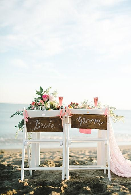 Add an oceanside touch to your seats with hand-painted driftwood signs | Brides.com