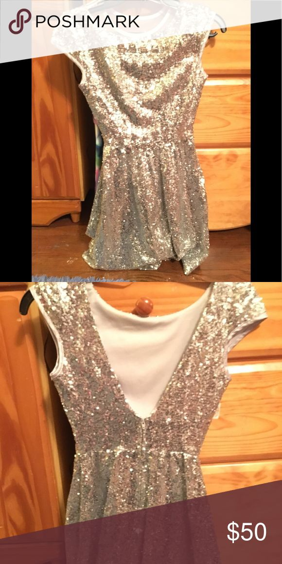 SPARKLE IN THIS SHORT SILVER FORMAL DRESS SIZE 1 This is a dress that will REALLY make you sparkle. ONLY WORN ONCE FOR AN HOUR. This is a short, silver dress size 1. It is all very small sequins and the back goes into a V shape almost all the way down to the waist. $50 B Smart Dresses Prom