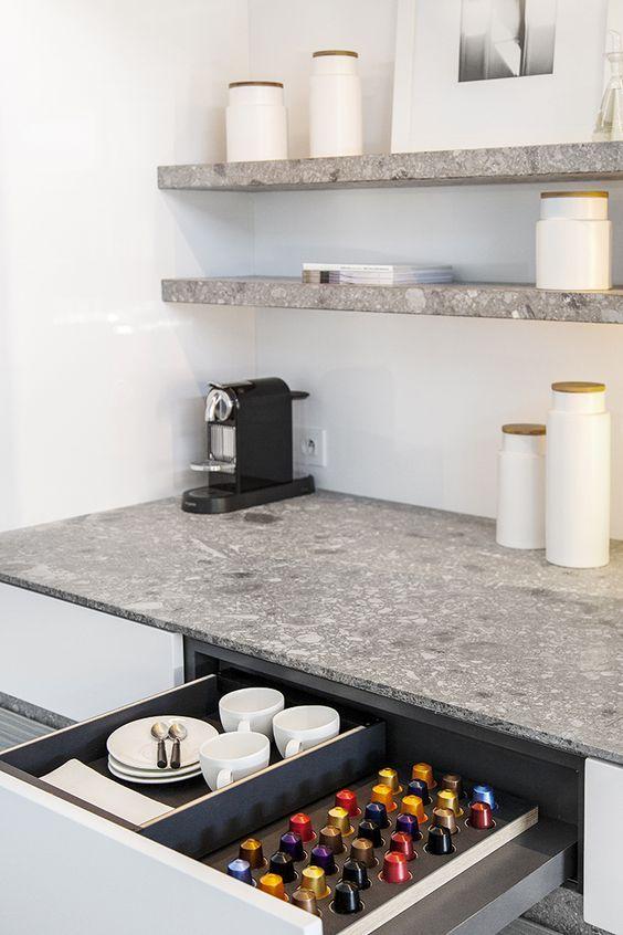 die besten 25 arbeitsplatte ideen auf pinterest werkbank ideen garage werkbank pl ne und. Black Bedroom Furniture Sets. Home Design Ideas