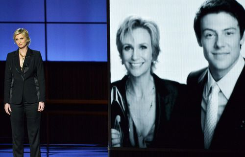 Jane Lynch pays tribute to late #Glee star Cory Monteith #Emmys