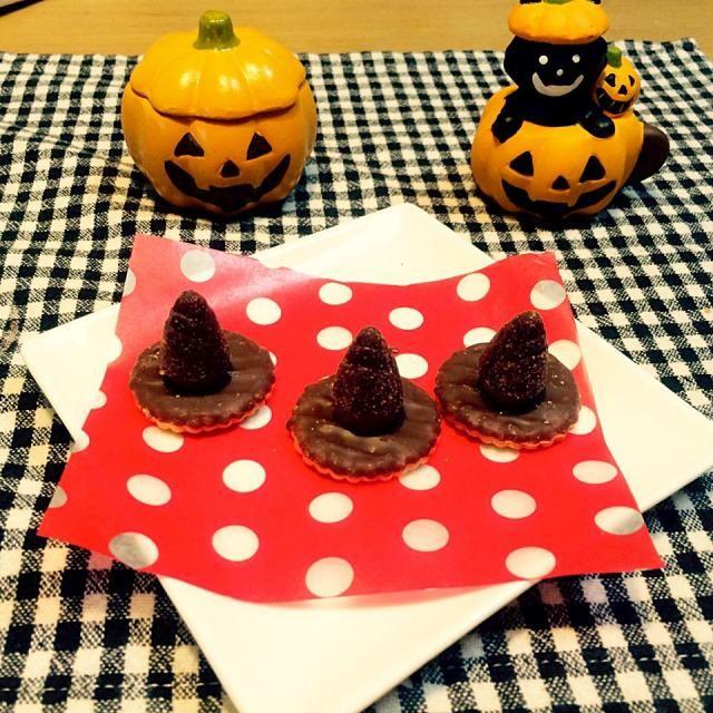 ☻⋆˚✩trick or treat  ༘*ೄ˚☻ ハロウィンやお菓子作りのアクセントに帽子いかがですか?  すごくかわいくてものすごーく簡単です(*Ü*)♡ - 94件のもぐもぐ - ☻⋆˚✩trick or treat アクセントに魔女の帽子  ༘*ೄ˚☻ by chocoaya