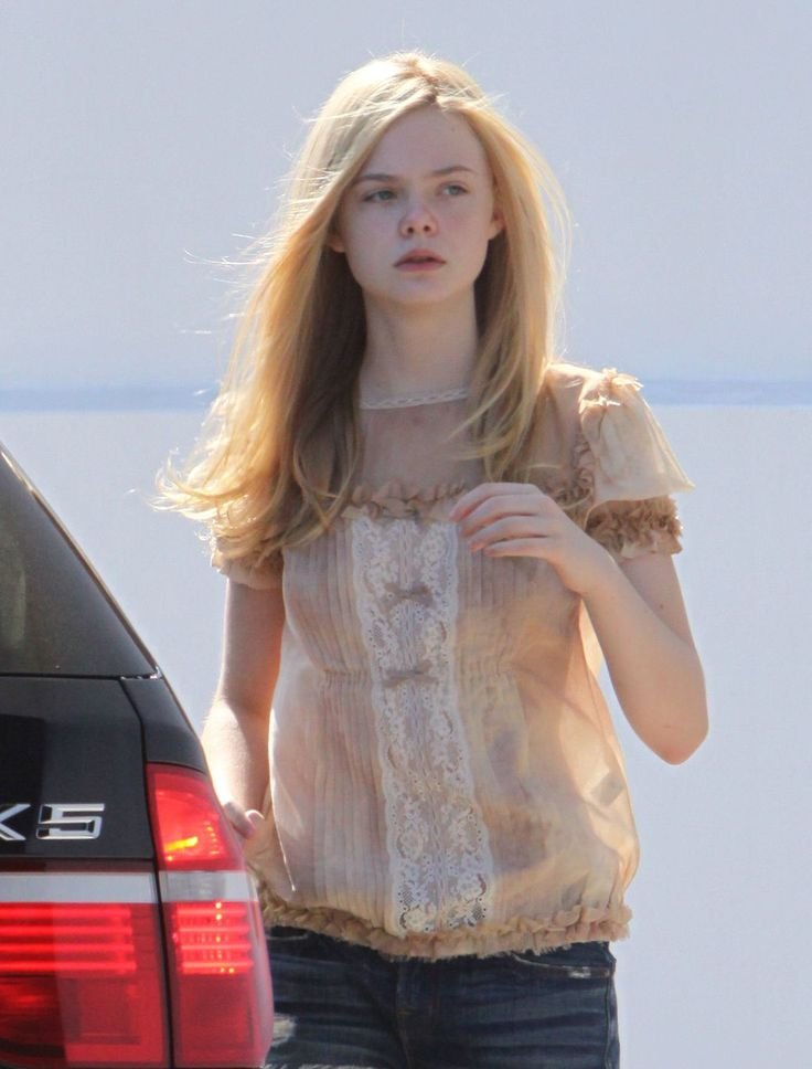 Dakota And Elle Fanning Young