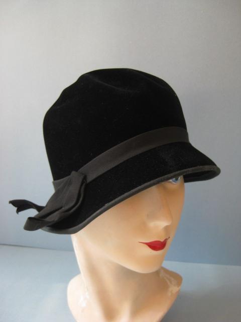 vtg-40s-black-fur-felt-adorables-cloche-style-women-hat