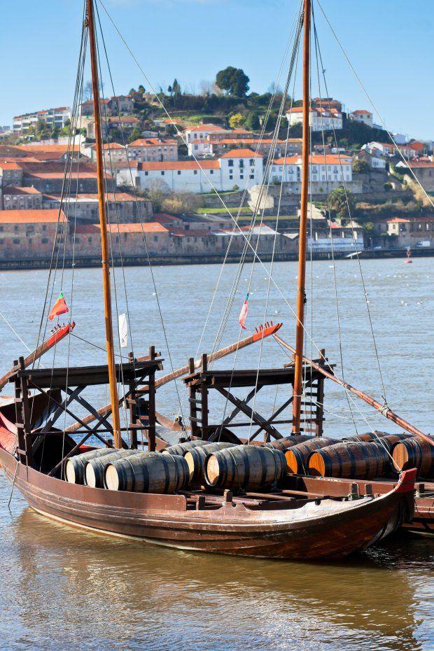 Det nordlige Portugal på fire hjul - via Berlingske 17.05.2015 | Portugal er andet end strandene ved Algarve-kysten, eller en tur i sporvognene i Lissabon. Den nordlige del af landet gemmer på både kultur og natur, samt fremragende vin og gastronomi. Vi har taget bilen 1.100 km rundt i den mindre kendte del af Portugal. #rejseliv #travel #portugal #foodie #wine
