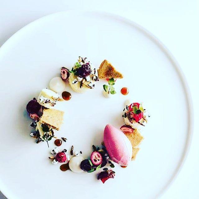 Wonderful summer dessert by @chefdanielkardos #grateplates #gratechef #plating…