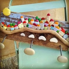 Cute diy rack with stones and drifted wood                                                                                                                                                     Mais                                                                                                                                                                                 More