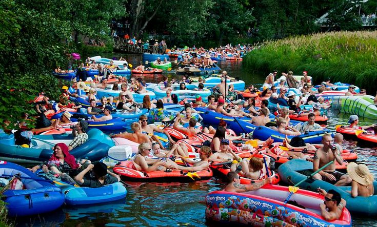 "Montreal Is Hosting The First-Ever ""Raft Party"" On The Lachine Canal? 