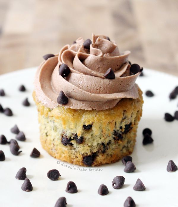 Banana Chocolate Chip Cupcakes with Chocolate Buttercream--white cake ...