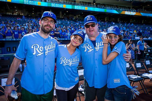 Selena Gomez Detská nemocnica Softball Game FOTO | Gossip Cop
