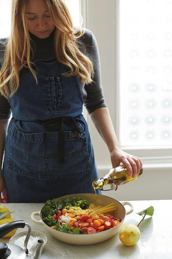 The Pool | Food and home - Kale, tomato and lemon magic one-pot spaghetti