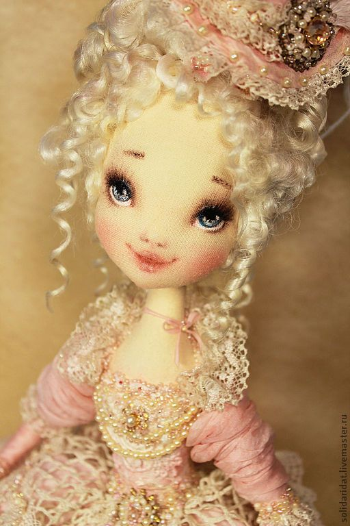 Muñeca antigua con sombrero