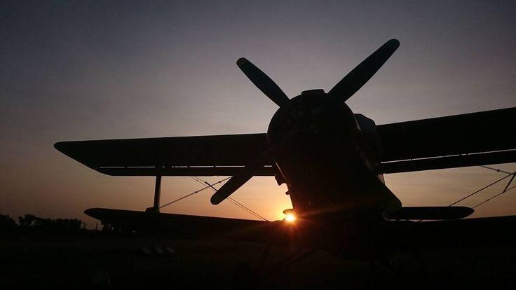 I believe I can fly ... . . . .  #biplane #airshow #aerobatics  #aviation #radialengine #generalaviation #flying #planepics #pilotlife #plane #airplane #aircraft #planelovers #airplane_lovers #instagramaviation #instaaviation #aviationlovers #aviation #airtoair #aviationphotography #avi_things #fotografnaeventy  #sunset #magastudiosk #firemnyevent #fotografnaevent