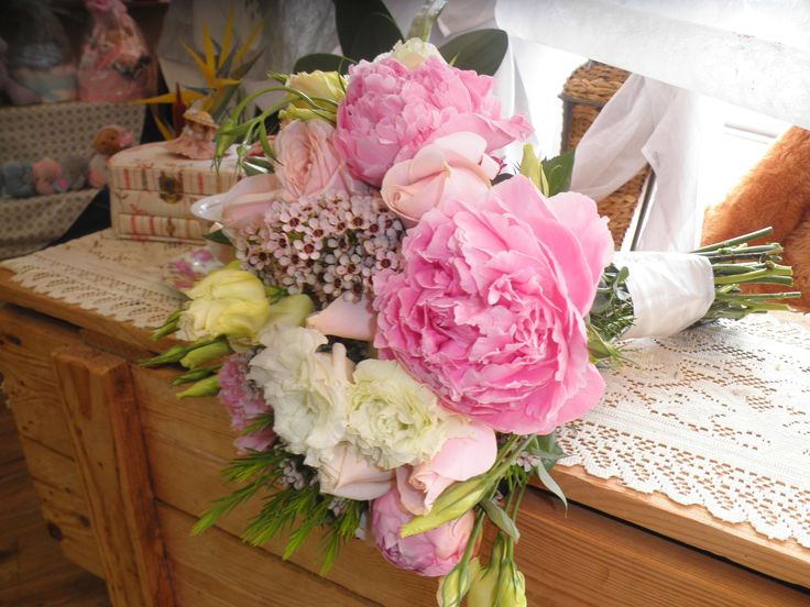 natural stem peony roses pink geralton wax pink lisianthus