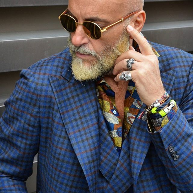 Details of the dapper Mr. Gabriele Pasini sporting his @progetto_fede rings…