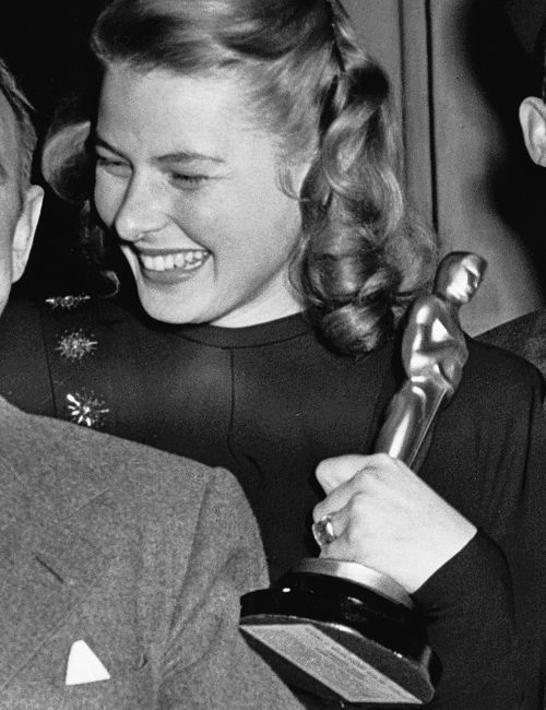 """(♥) Ingrid Bergman at the 17th Annual Academy Awards holding her Best Actress Oscar she won for """"Gaslight"""" (1944)"""