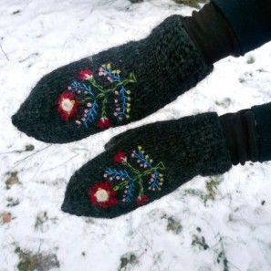 traditional icelandic mittens