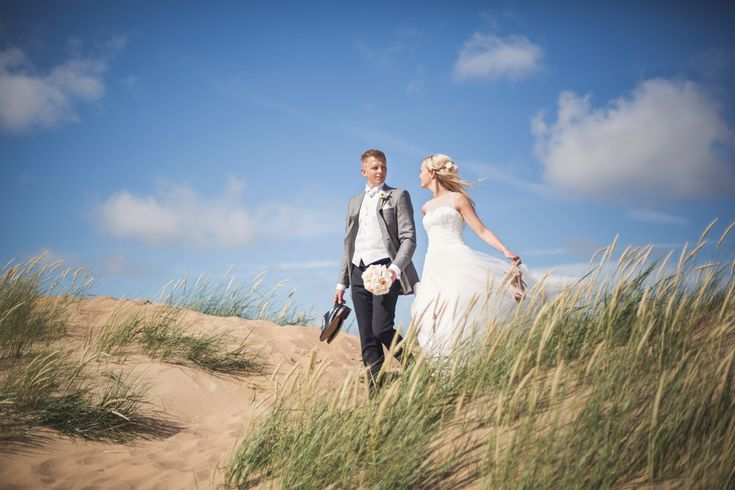 Summer, wedding portrait, sweden, wedding photographer Sweden, brollopsfotograf skåne, swedish wedding photographer, Bröllop, Bröllop skåne, Bröllopsfotograf Skåne, bröllopsinspiration, strand, beach Photo: www.photodesign.nu
