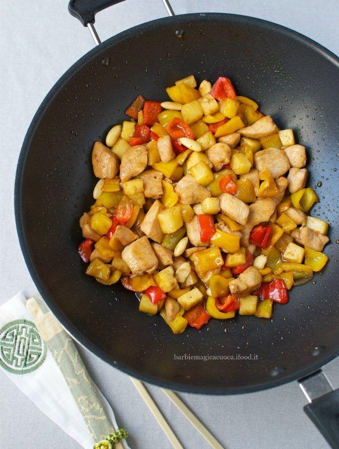 Bocconcini di pollo in agrodolce con peperoni e ananas