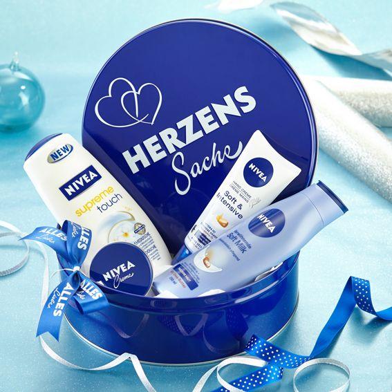 """NIVEA Geschenkdose""""Herzenssache"""" mit Surpreme Touch Cremedusche, Verwöhnender Soft Milk, Soft & Intensive Hand Creme, Creme und einem Tchibo-Gutschein über 5 Euro"""